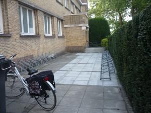 De helling van de fietsenstalling is verdwenen!