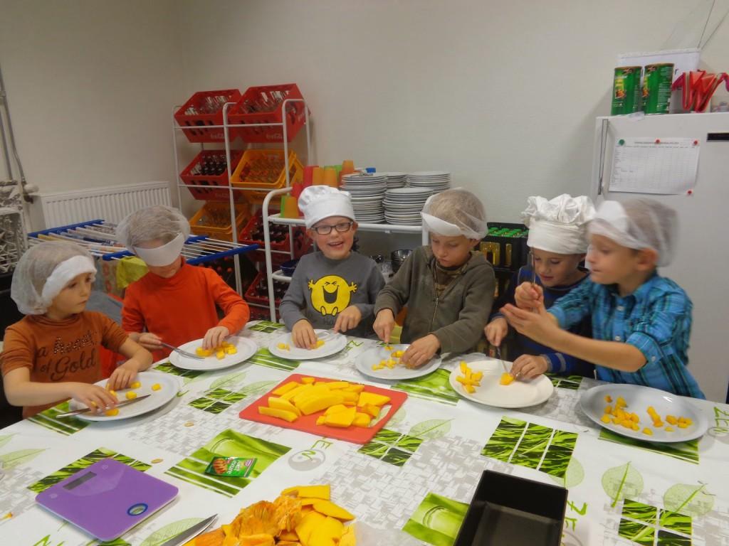 Klasdoorbrekend werken: 3de kleuter en 1ste leerjaar koken en knutselen.